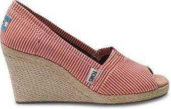Según quienes las han usado, las alpargatas de TOMS Shoes son de lo más cómodas, el material de lona con las que están elaboradas es flexible y resistente