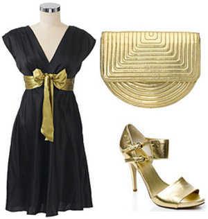 Vestido negro largo con cinturon dorado