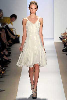 Modelos de vestidos en color blanco