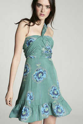 C mo vestir en una boda en un jard n por la tarde web de for Boda en jardin de noche como vestir