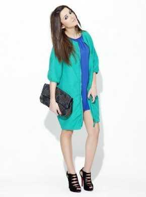 Combinacion de vestido azul turquesa y zapatos
