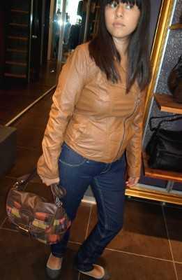 Outfit chaqueta de cuero cafe mujer