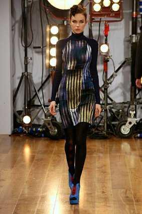 ap ntate a la moda retro futurista web de la moda