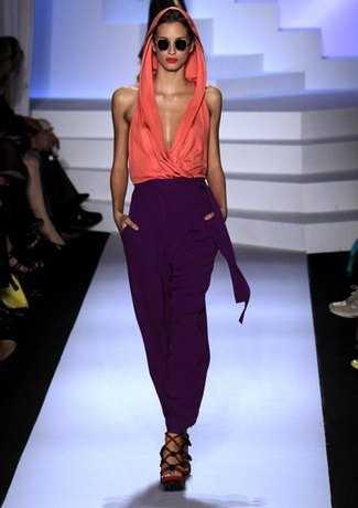 Aprende a combinar tus pantalones morados 4littledots for Como se combina el color violeta