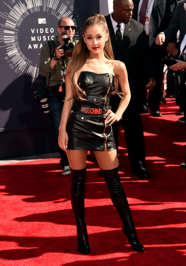 ariana-grande-at-mtv-vmas-2014