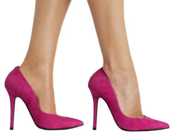 Evita los stilettos si vas a permanecer de pie.